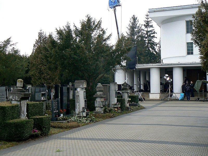 Z natáčení seriálu Pustina na nymburském hřbitově