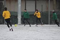 ŠEST GÓLŮ nabídlo přípravné utkání mezi fotbalovými celky Bohemie Poděbrady a Polabanu Nymburk.