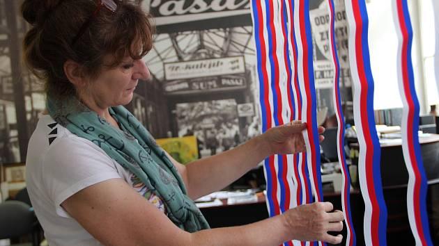 Příprava výstavy k výročí sametové revoluce. Ilustrační foto.
