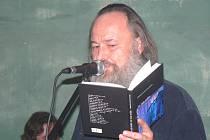 Sami básníci přivedli na svět v kavárně U Tanečnice sborník poezie