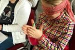 Školáci se vžívali do pocitů slepců se spisovatelkou Markétou Vítkovou.