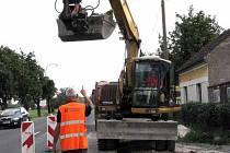 V Kovanicích začaly práce na výstavbě osmi set metrů bezbariérových chodníků.