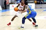 Fantazie. Basketbalisté Nymburka (v bílém) porazili v posledním zápase základní skupiny Ligy mistrů Peristeri a díky tomu skončili na prvním místě