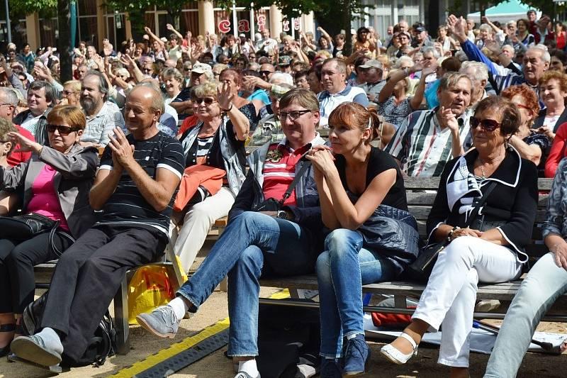 Z oslav narozenin Českého rozhlasu Region na poděbradské kolonádě