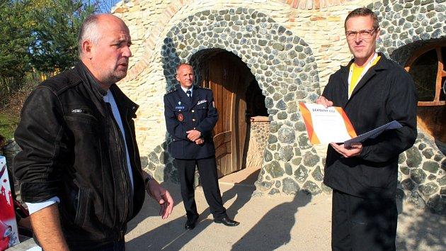 Odsouzenému za záchranu života poděkovali zástupci zábavního parku i jiřické věznice.