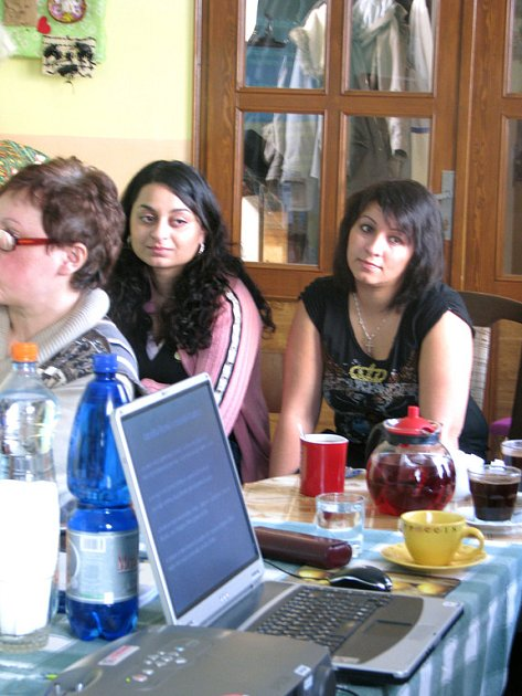 Romové hovořili v Romském komunitním centru v Nymburce o pracovních příležitostech a vzdělání.