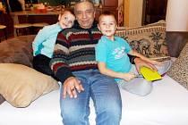 Marwan Farid se svými vnuky