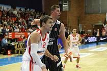 Z basketbalového utkání VTB ligy Nymburk - Novgorod (73:81)