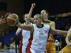 Z basketbalového utkání Ženské basketbalové ligy Nymburk - VŠ Praha (91:68)
