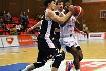 Z basketbalového utkání Kooperativa NBL Nymburk - Hradec Králové (90:71)