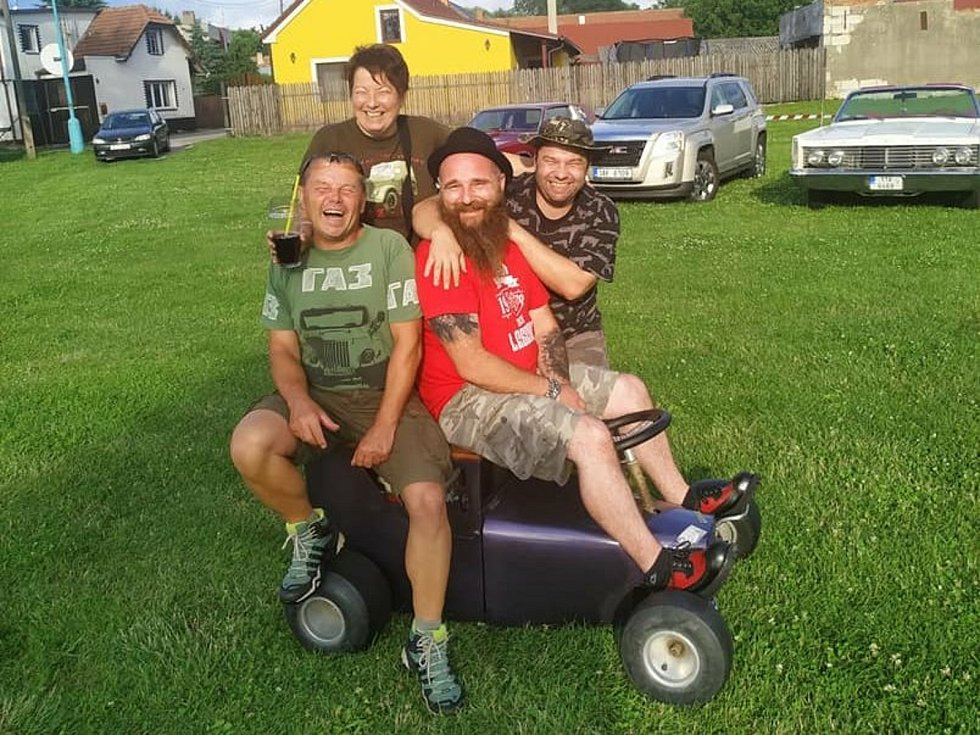 Dobročinný sraz vozidel a motorek pomohl k výtěžku pro děti s poruchou.