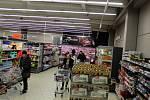 Nákupní horečka vypukla také v nymburských hypermarketech.