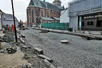 Stavební práce v ulicích Na Rejdišti a Na Příkopě potrvají i přes prázdniny.