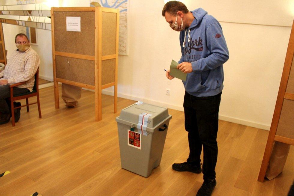 Z hlasování v Lysé nad Labem.