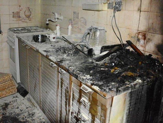 Sobotní požár bytu ve Vítkovické ulici v Nymburce.