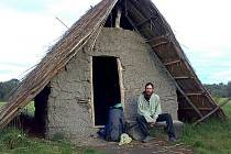 Hliněná pravěká chata za Břeclaví