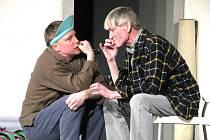 Představení Chvála bláznovství v podání hlavních protagonistů bratrů Vladimíra a Michala Dlouhých.