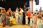 Děti si užily maškarní ples v Obecním domě.