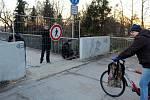 Nymburská lávka byla ve středu odpoledne z bezpečnostních důvodů uzavřena.