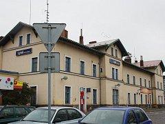 Cestující v Lysé nad Labem si stěžují na vleklá zpoždění.