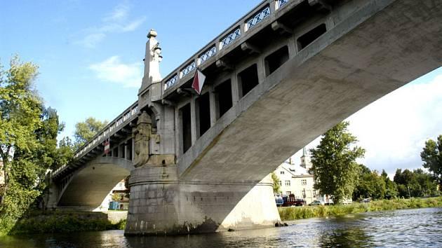 Most přes Labe v Nymburce.