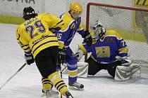 Z hokejového utkání play off druhé ligy Nymburk - Benešov.