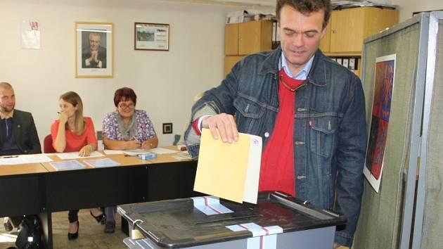 První den voleb