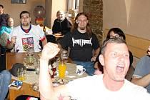 Fandění a radost v nymburském Hudebním klubu Mlejn vystřídal smutek.