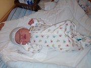 PROZRAZENÝ PATRIK. PATRIK ANTOŠ se narodil 6. dubna 2017 v 12.20 hodin. Měřil 48 cm a vážil 3 760 g. Maminka Simona a tatínek Anton si chlapce odvezli domů do Milovic, kde se na něj těšil bráška Dominik (4).