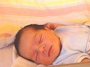 MARTIN Kotva se narodil ve čtvrtek 14. prosince 2017 ve 2.16 hodin s mírami 49 cm a 3 280 g. Z prvorozeného se radují rodiče Daniel a Denisa z Milovic.