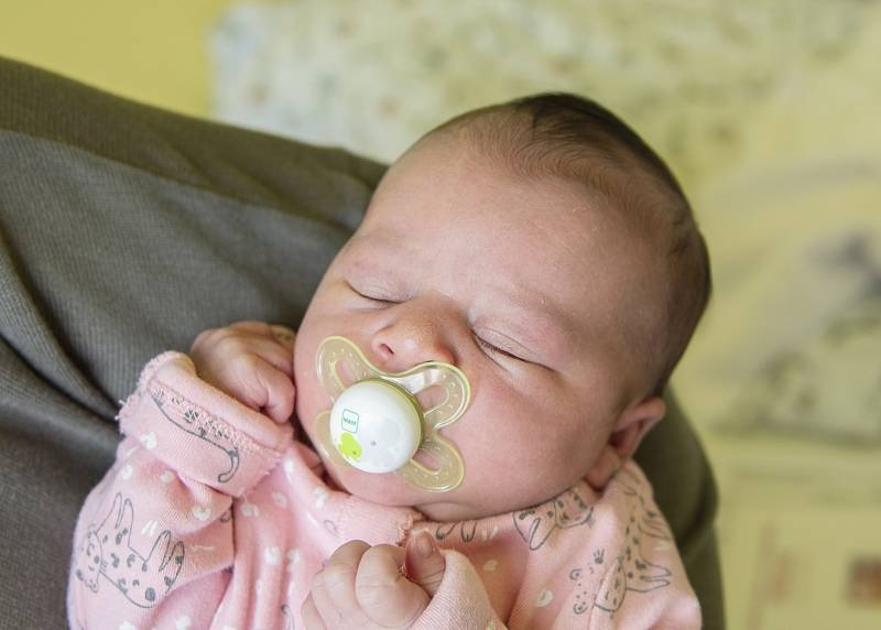 Veronika Kadlecová se narodila v nymburské porodnici 30. září 2021 v 9:20 hodin s váhou 3740 g a mírou 48 cm. Ve Chlebech bude holčička bydlet s maminkou Andreou, tatínkem Jaroslavem, bráškou Jaroslavem (14 let) a sestřičkou Barborou (11 let).