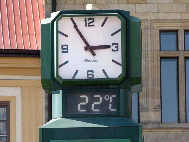 Teploměr na náměstí Přemyslovců ukazoval ve čtvrtek, tedy 4. dubna, v 15 hodin krásných letních 22 stupňů!