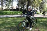 Čarodějnice s helmami a na kolech