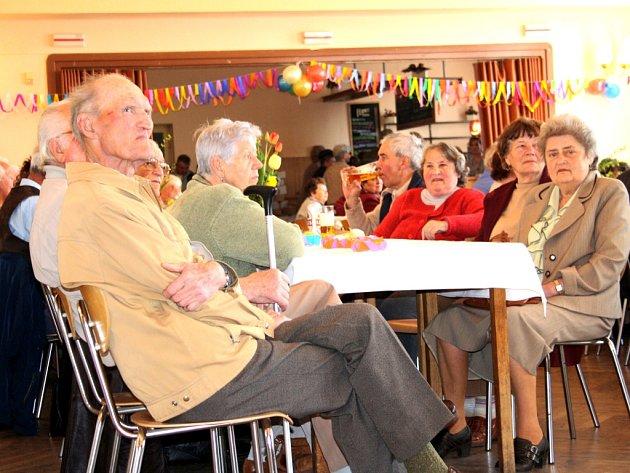 Vítání jara v podání seniorů