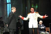 Premiéra představení Bílá nemoc v Hálkově divadle