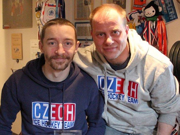 REPREZENTANTI. Zdeněk Šafránek (vlevo) a Jiří Raul hájí barvy českého národního týmu ve sledge hokeji.