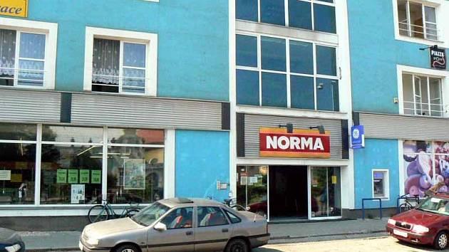 V této prodejně zřejmě kradl pražský kriminalista.