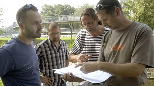Projekt lávky přes Labe u hydroelektrárny přihlásilo město do prestižní soutěže Cesty městy, vyhlašované Nadací Partnerství. Minulý týden  monitorovala lávku v terénu i odborná komise.