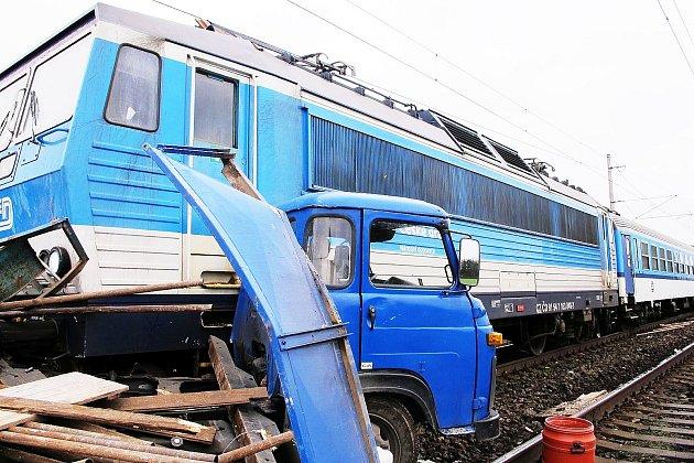 ZA SRÁŽKU vlaku sAvií uKostomlat krátce před loňskými Vánocemi podle skončeného vyšetřování policistů nenese nikdo vinu.