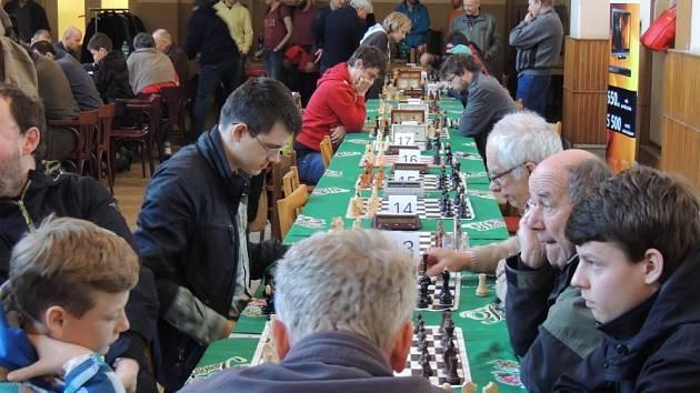 Šachového turnaje O pohár starosty města Nymburk se zúčastnilo v Dělnickém domě 106 šachistů.