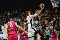 Z basketbalového utkání Ligy mistrů Nymburk - Bonn (106:98)