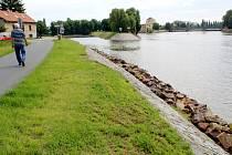 Malé sportovní lodě mají mít kotviště na pravém břehu poblíž Šafaříkova mlýna.