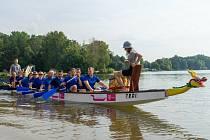 Ze 14. ročníku závodů dračích lodí v Poděbradech, které se jely pod názvem Poděbradské dračí srdce.