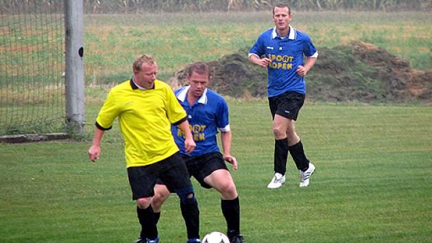 Z fotbalového turnaje ve Stratově.