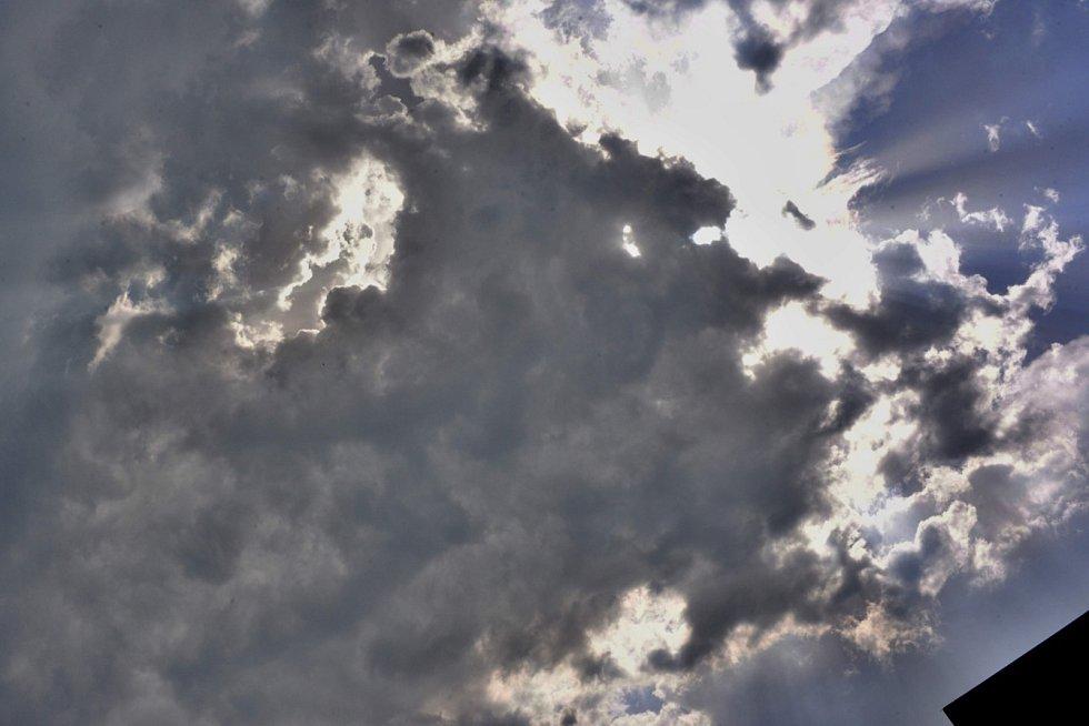 Letošní Votvírák poznamenalo vedro a bouřky.