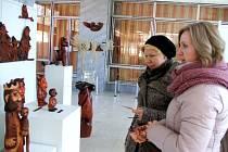Photo-painting a řezby tvoří výstavu do konce března.