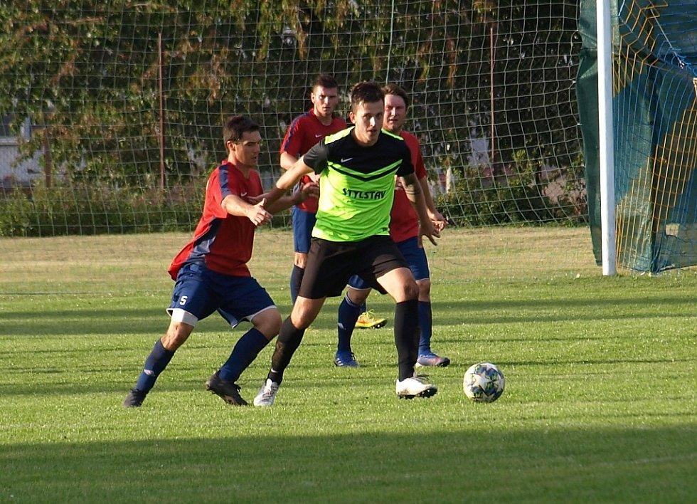 Z fotbalového utkání I.B třídy Kněžice - Městec Králové (1:4)