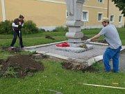 V Kamenném Zboží se pustili do rozsáhlých úprav zeleně v obci.