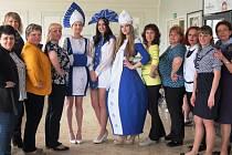 Deset učitelek z Voroněžské oblasti navštívilo začátkem května v rámci výměnného pobytu ruských a českých učitelů Lysou nad Labem.