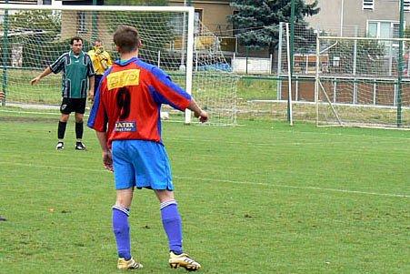 Zdeněk Doležal (vlevo) se podílel na výhře Slovanu Lysá gólem z pokutového kopu.